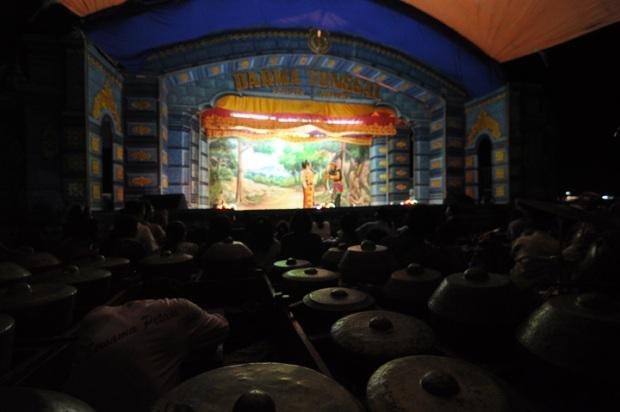 Masres, adalah seni pertunjukan sandiwara rakyat yang hidup di pesisir pantura Jawa Barat, khusunya Indramayu dan Cirebon.